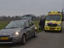 Voetganger gewond na aanrijding met auto in Boven-Leeuwen