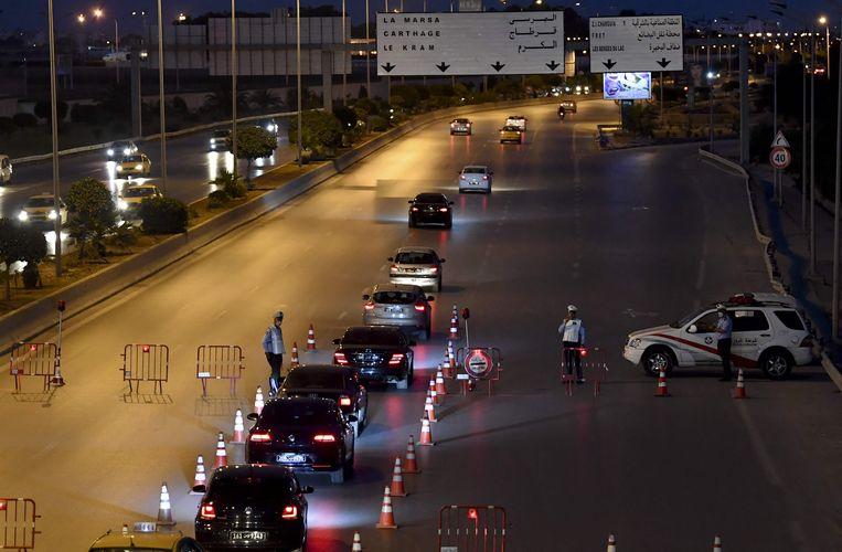 Tunis, de hoofdstad van Tunesië is vanwege een nieuwe golf weer in lockdown gegaan. Beeld AFP