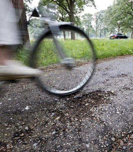 Lingewaard laaiend op provincie om wegenonderhoud: 'Stoom komt mij uit de oren'