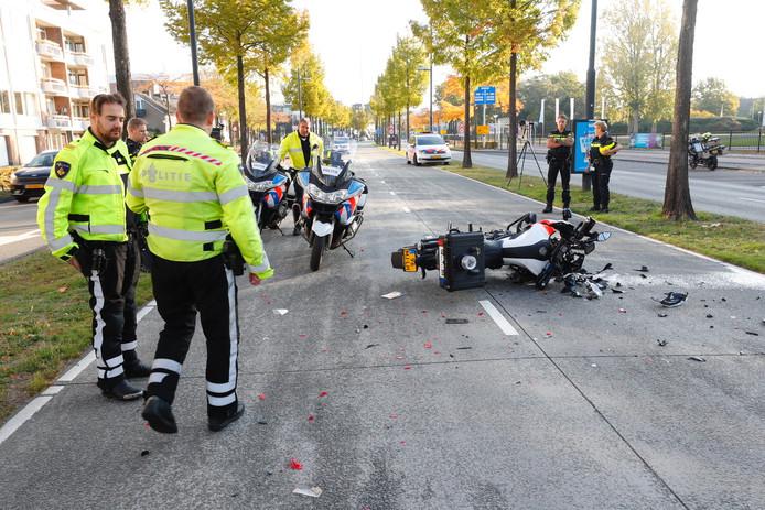 Nog voor de start reden twee politieagenten op een motor tegen elkaar aan tijdens een verkenning van het parcours. Het parcours werd vanwege het ongeval licht aangepast. De deelnemers liepen niet over de busbaan, maar over de weg ernaast.