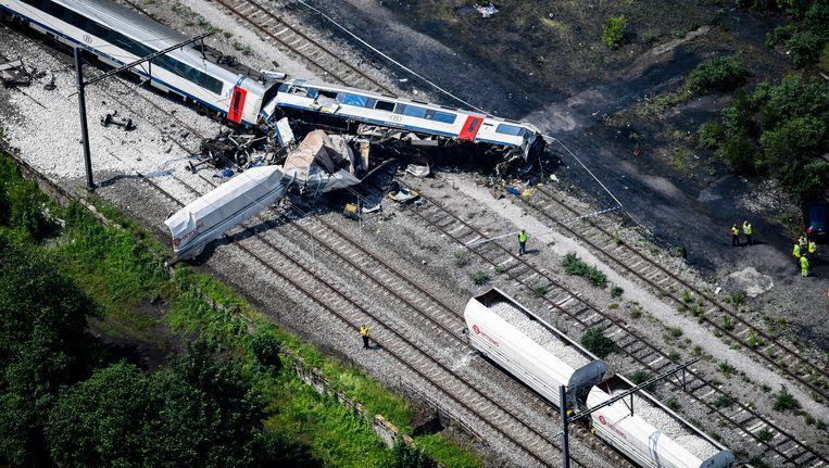 In Saint-Georges-sur-Meuse botste een passagierstrein op een stilstaande goederentrein. Sindsdien woedt de discussie opnieuw over veiligheidssystemen op het spoor. Beeld BELGA