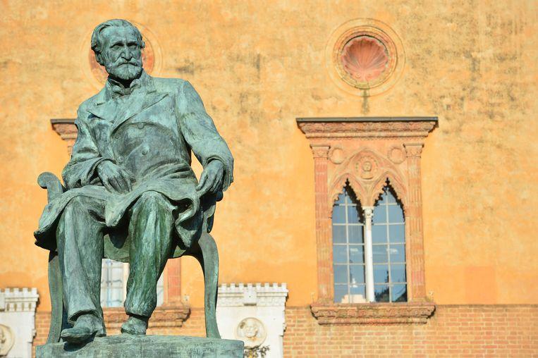 Het standbeeld van Giuseppe Verdi (1813-1901) in Busseto, nabij Parma. Beeld AFP