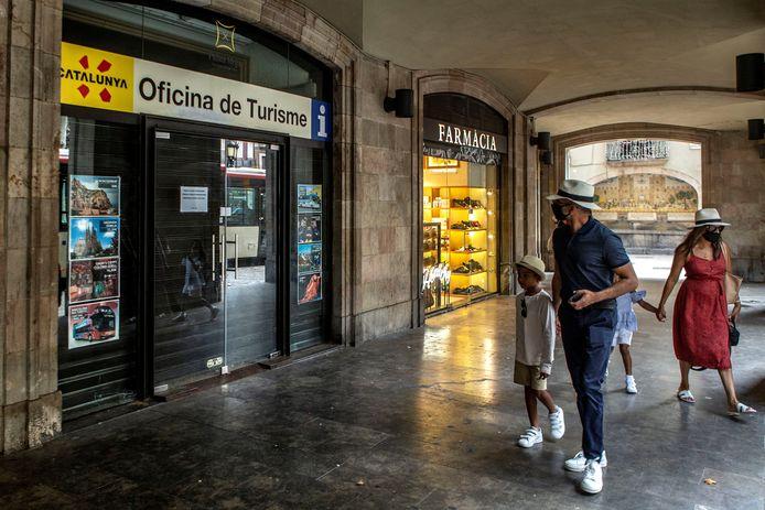 Voor Barcelona ging het reisadvies maandag naar 'oranje' omdat het aantal coronabesmettingen in de stad en de omliggende regio toeneemt.