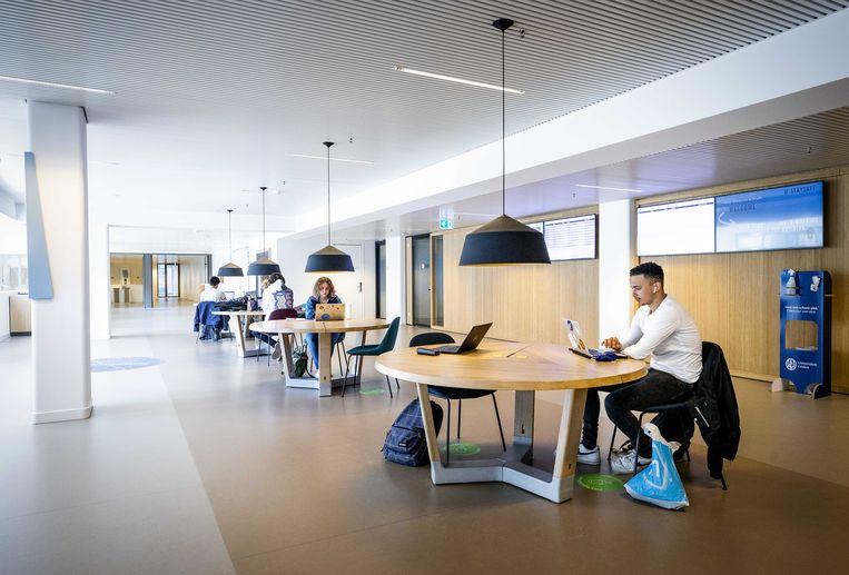 Studenten aan het werk in de dependance van de Universiteit Leiden. Beeld ANP