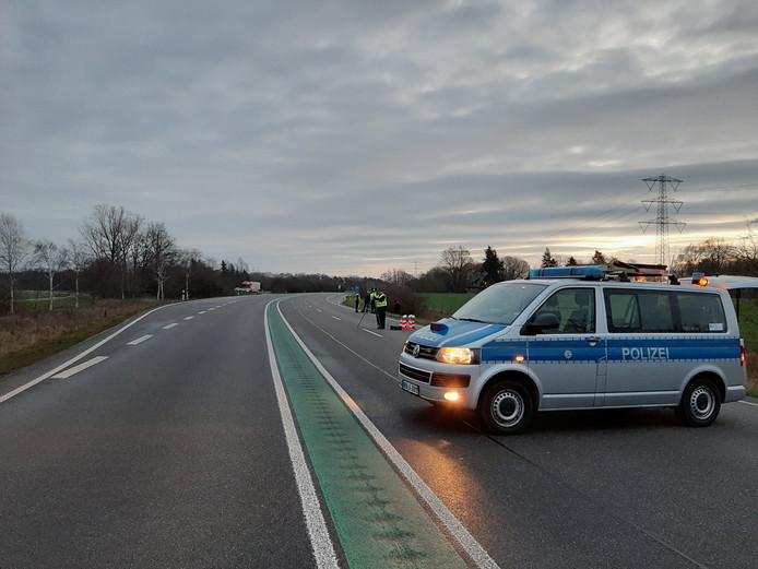 De B54 werd zondagochtend ter hoogte van Gronau-West een uur lang afgezet. Onderzoekers maakten een reconstructie van het ongeval van afgelopen woensdag, waarbij een 26-jarige Enschede overleed.