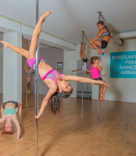 Zoetermeerse dansstudio geeft paaldansles aan jonge meisjes: moet kunnen of seksualiserend?