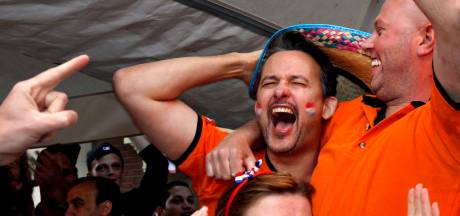 Rotterdamse kroegen zijn er klaar voor om Oranje uit te zenden op groot scherm: 'We willen weer losgaan'