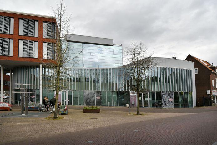 Het voormalige pand van Carint(rechts)  is aangekocht om gezamelijke huisvesting van bibliotheek, GGD en welzijnsorgsanisatie Salut mogelijk te maken.
