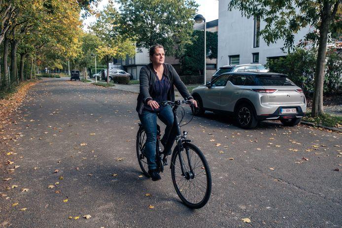 Gemeenteraadslid Vera Hans (Groen) wil van de wijk een fietszone maken.