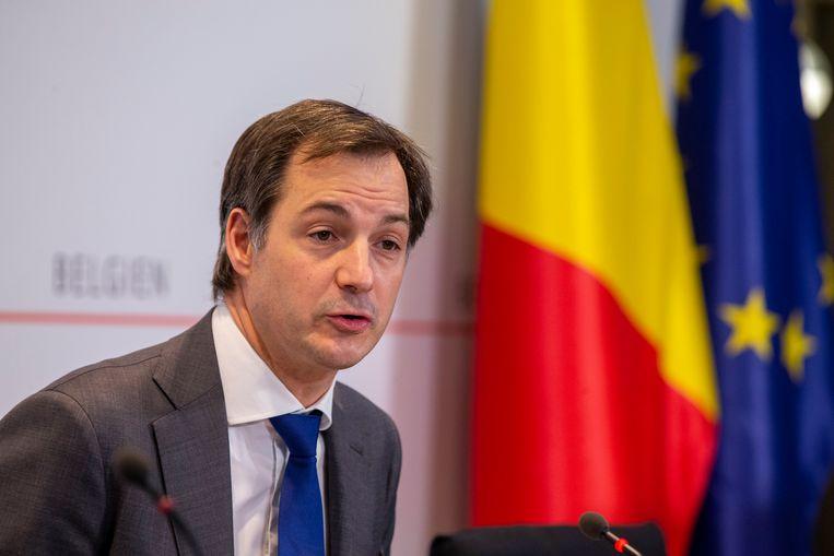Premier Alexander De Croo (Open Vld): 'Mocht blijken dat het contract niet nageleefd wordt, dan moet je wel de middelen hebben om een vuist te maken.' Beeld Photo News