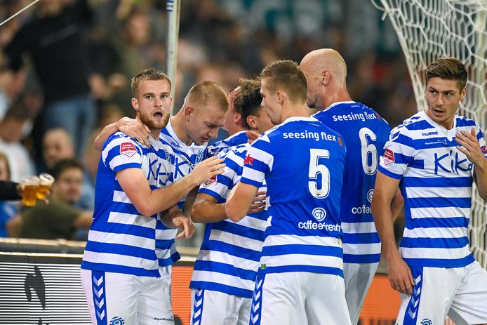 De Graafschap viert de treffer van Joey Konings (links).
