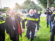 Zoon neemt afstand van vader die tegen mondkapjes strijdt op Friese school