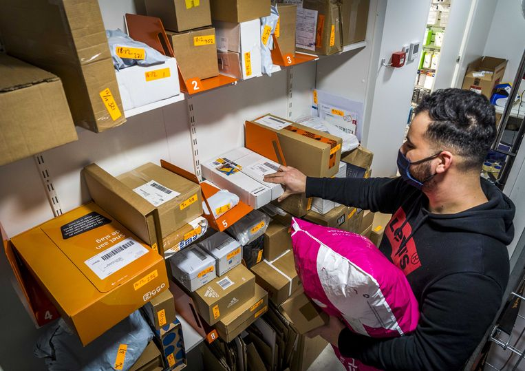 Postpakketten in een Primera-filiaal. Beeld ANP