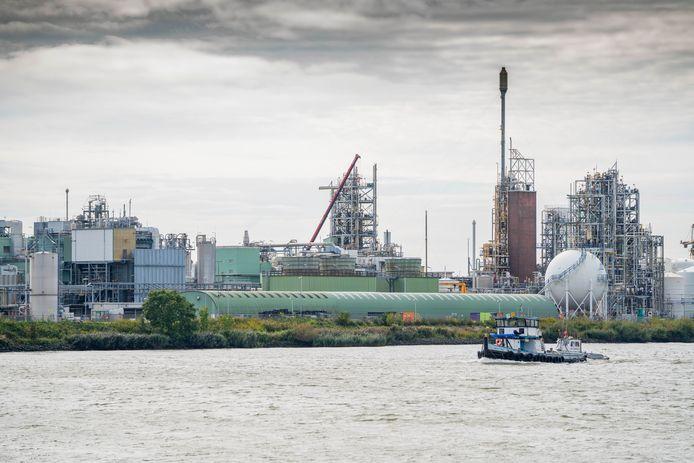 Bijna 3.500 mensen ondertekenden de petitie tegen indirecte vervuiling van de Lek, door onder meer Chemours in Dordrecht.