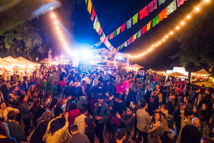 """Les festivités débuteront vendredi par une """"Reggaeton party"""" qui fera danser les festivaliers jusqu'au bout de la nuit grâce à différents chanteurs et DJ's internationaux."""