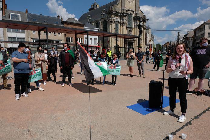 Comac, RedFox, Intal en andere Mechelse middenveldorganisaties organiseerden een solidariteitsactie voor het Palestijnse volk op de Veemarkt, met Sara Van Rompaey