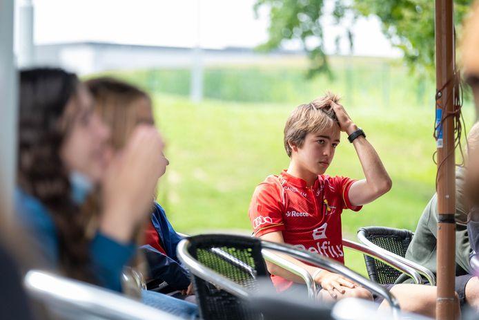Supporters volgen de Olympische finale van de Red Lions op groot scherm bij KMTHC