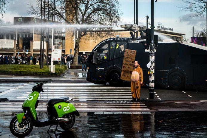 In Eindhoven werd het waterkanon ingezet.