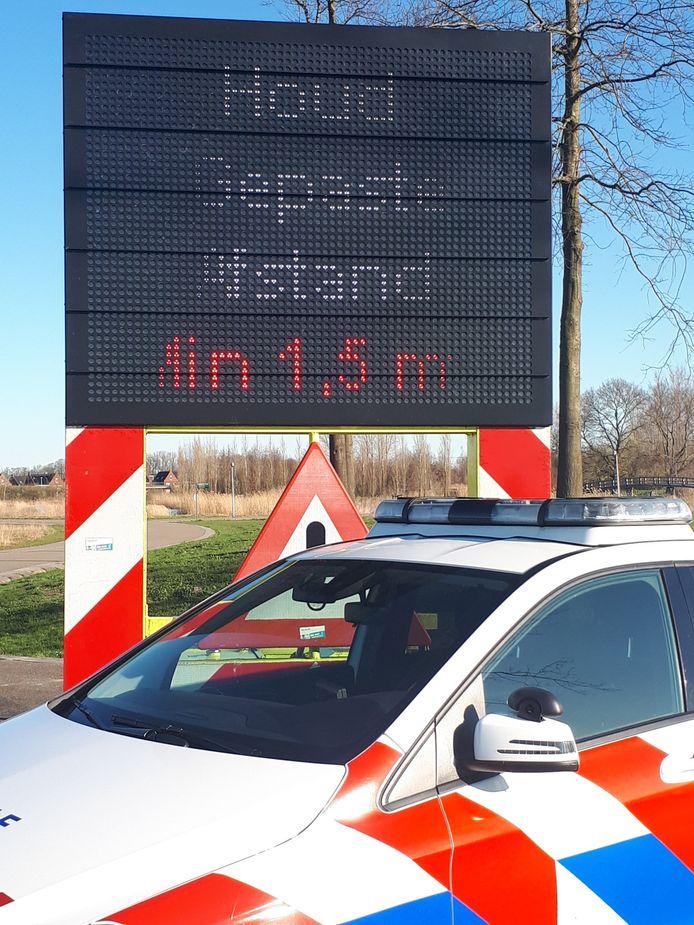 Tekstkar geplaatst op Het Lint - Maximapark Vleuten-De Meern Utrecht