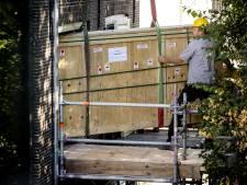 Plaatsen nieuwe glasbescherming in kamer Anne Frank deels gelukt