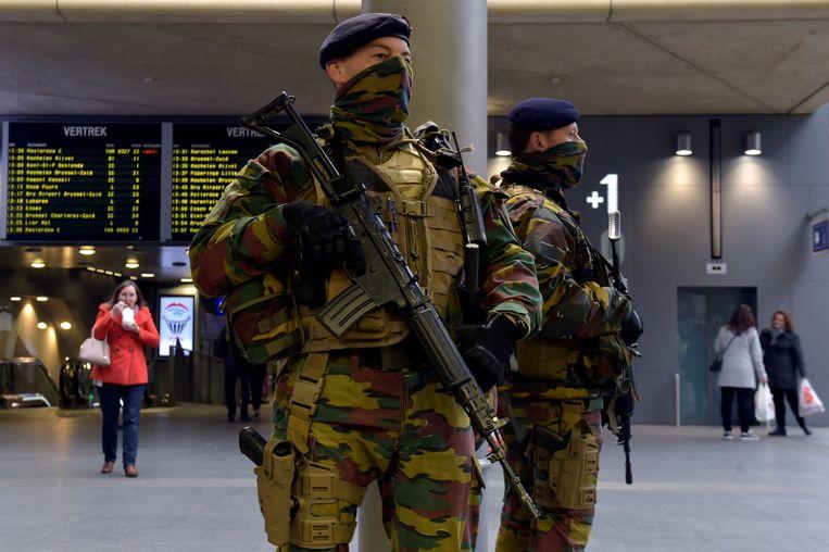 Soldaten in het station van Antwerpen. Beeld REUTERS