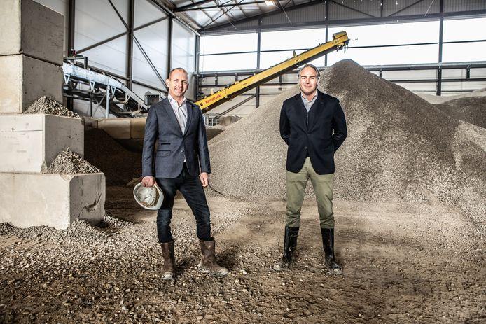 Topman Michel Baars (l) van New Horizon en Ivo van der Mark van Janssen de Jong .