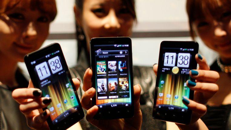 Een nieuw model smartphone van HTC werd in september gepresenteerd in Seoul. Beeld AP