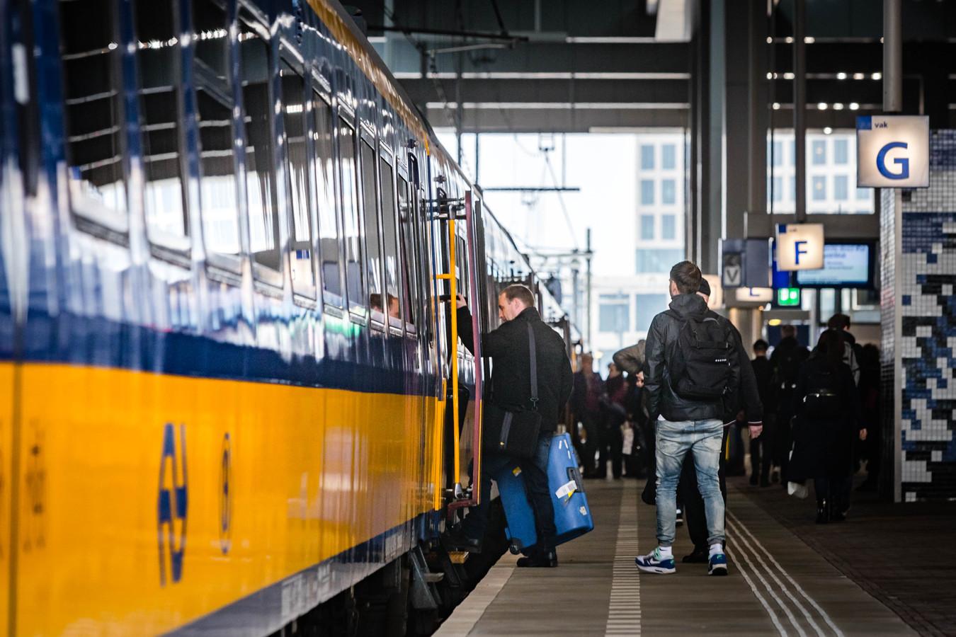Treinreizigers tussen Breda, Tilburg en Boxtel zijn de komende drie maanden iets langer onderweg.