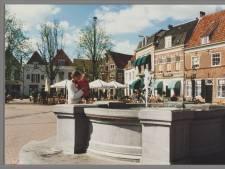 Ineens spoot er oranje water uit de fontein op de Hof in Amersfoort