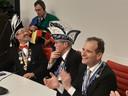 Berg en Dals burgemeester Mark Slinkman (r) tijdens de sleuteloverdracht met carnaval in zijn gemeente vorig jaar.