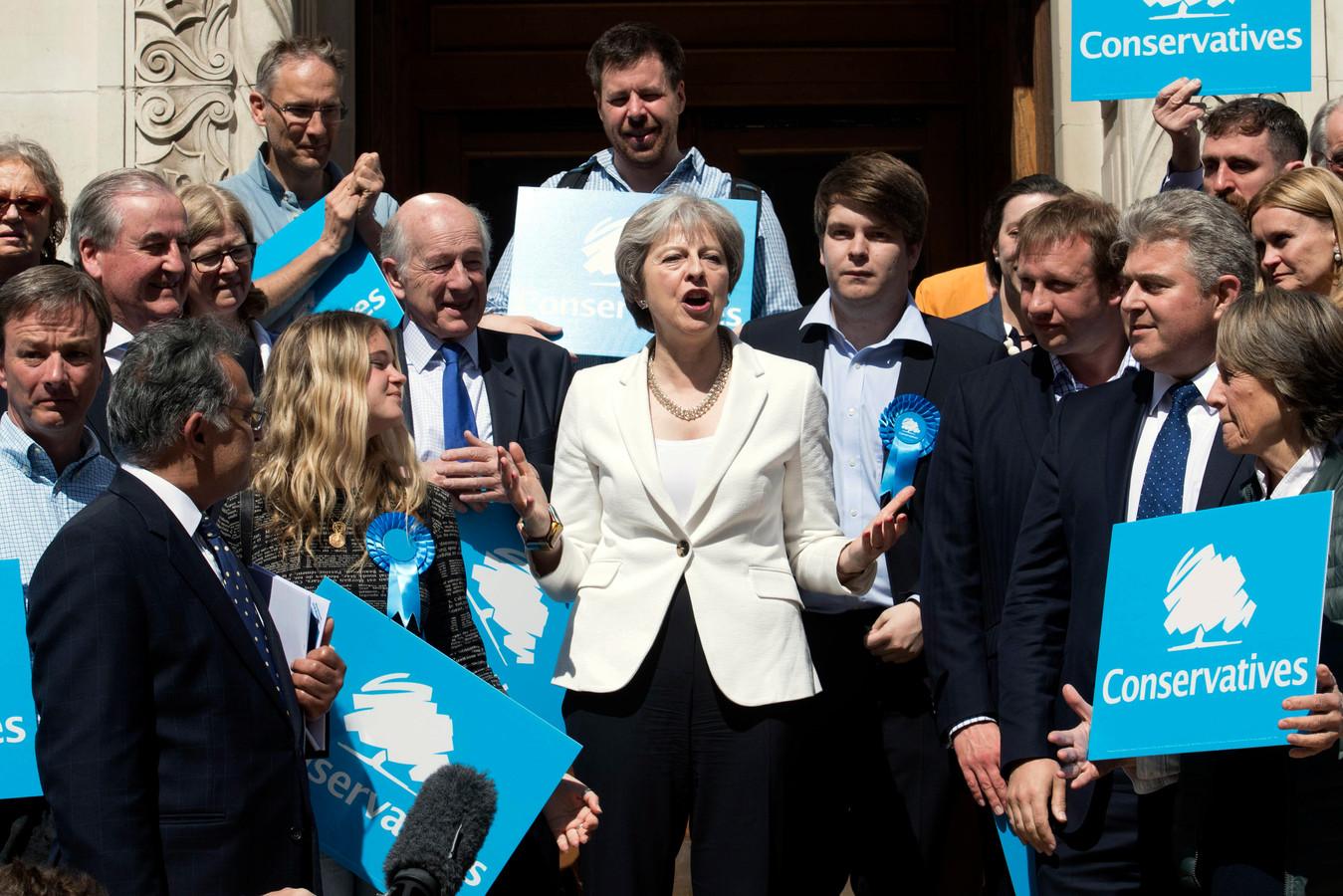 Britse premier Theresa May (midden) in Londen.