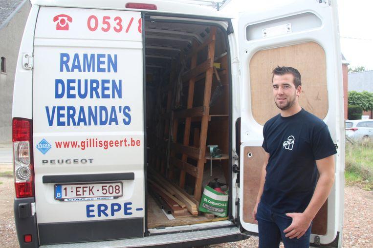 Pieter Gillis trof zaterdagochtend een lege bestelwagen aan op de oprit van zijn woning langs de Kattenbos in Vlierzele.