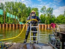 Duiker Thomas zorgt voor 'schone' tunnelvloer in nieuwe rijksweg A16: acht uur werken onder water