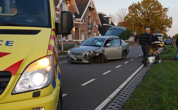 De auto botste in korte tijd op twee andere voertuigen.
