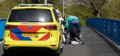 Scooterrijder breekt been bij val op Kempenaarbrug in Lelystad