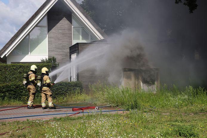 Een transformatorhuisje vatte vlam.