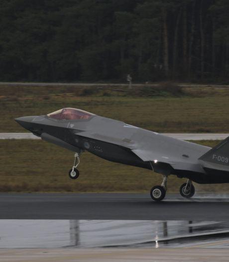 Nieuwe F-35 maakt voor het eerst een doorstart bij daglicht op Vliegbasis Eindhoven
