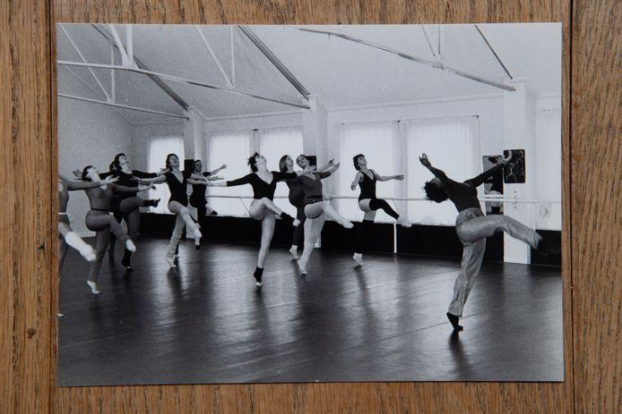 Oude foto uit de dansschool, Tilly staat er niet op.