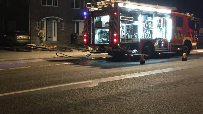 Oplader gsm raakt oververhit en vat vuur: bewoner naar ziekenhuis, huis onbewoonbaar