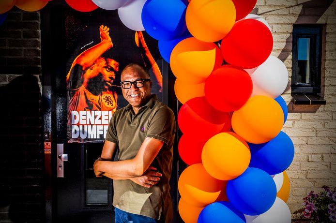 De vader van Denzel Dumfries is trots als een pauw. Zijn zoon scoorde gisteren het winnende doelpunt tijdens de eerste wedstrijd van het Nederlands elftal op het EK. 'Wij waren door het dolle heen'