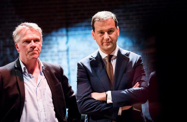 Oud-partijleider Wouter Bos en Lodewijk Asscher volgen de verkiezingsuitslag Beeld ANP
