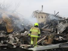 Aannemer Henk is al zijn machines kwijt door grote brand in loods: 'Alleen de bus heb ik nog'
