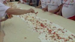 Napolitanen maken samen de langste pizza ter wereld
