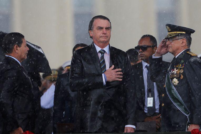 De Braziliaanse president Bolsonaro ontsloeg zijn minister van Defensie. Drie hoge militairen volgden uit eigen beweging. Beeld REUTERS