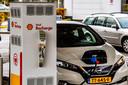 Fastned heeft het rijk niet meer alleen. Ook oliemaatschappijen werpen zich op de snel groeiende markt voor stekkerauto's