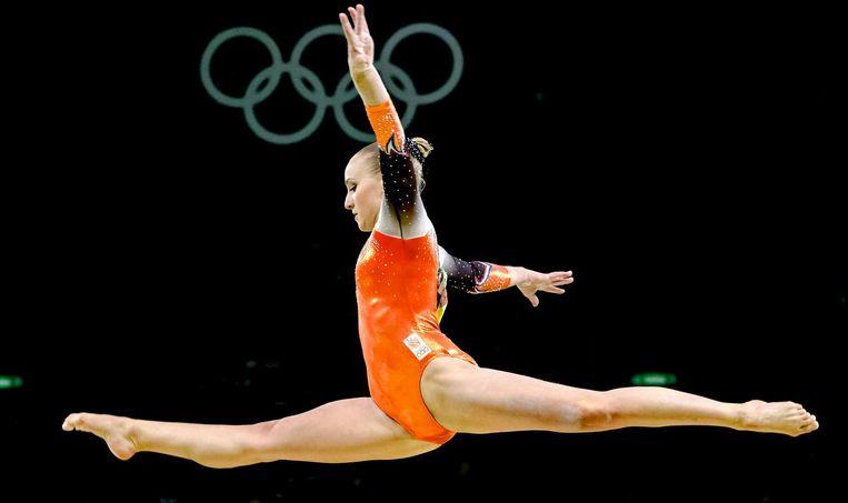 Sanne Wevers op het onderdeel balk tijdens de landenfinale turnen in de Rio Olympic Arena tijdens de Olympische Spelen van Rio. Beeld anp