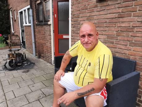 Scootmobiel van Tony uit Deventer vliegt in brand: 'De hele gevel is zwart, er zit zelfs roet op de matrassen'