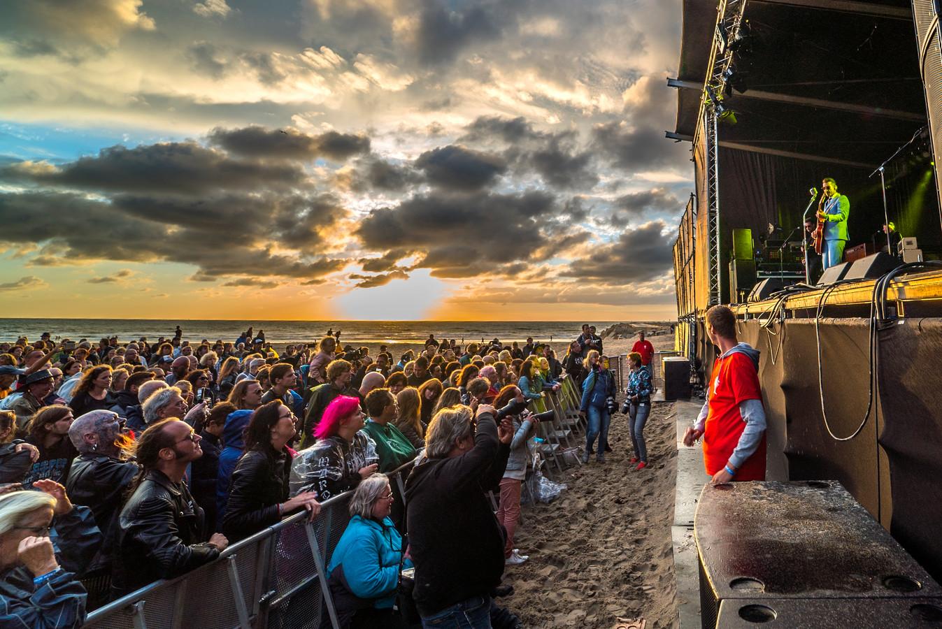 Schollenpop - Danny Vera.  Danny Vera op Schollenpop 2017, hij komt dit jaar naar Live at the Beach in september, als dat ten minste wel mag doorgaan.