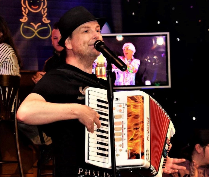 """Roy Otters uit Apeldoorn wil tijdens zijn concert niet avondvullend de accordeon gebruiken. ,Dan zijn mensen snel op je uitgekeken."""""""