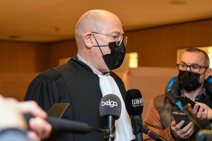 Me Masset, l'avocat de Stéphane Moreau, répond aux questions des journalistes.